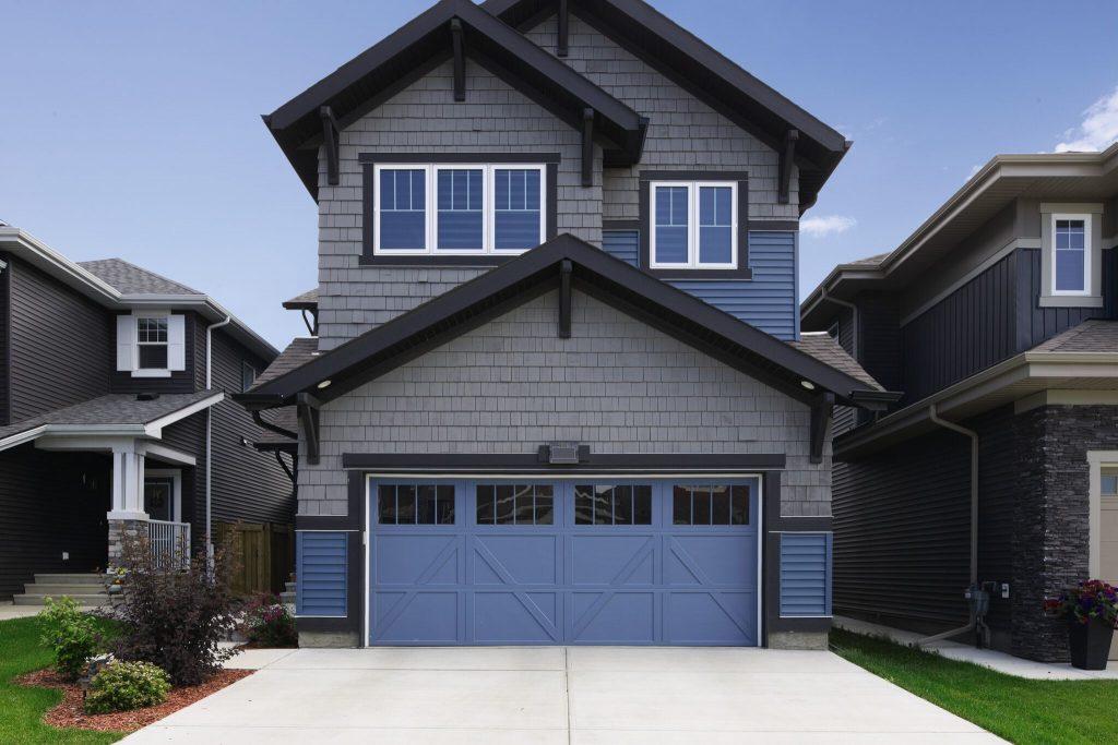5 Factors To Consider When Choosing A Garage Door Color ... on Garage Door Colors  id=45744
